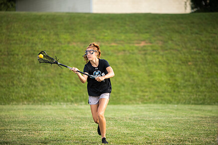 girl playing lacrosse
